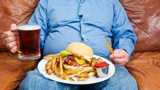 Mangiare fuori casa conviene? C'è chi dice no: salute a rischio