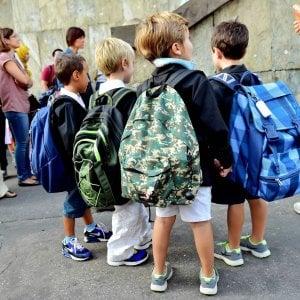 Scuola, stangata al ritorno dalle vacanze: 1000 euro per libri, zaini e astucci