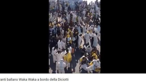 """Diciotti, la bufala dei migranti che ballano 'Waka Waka'. Guardia Costiera: """"Video del 2017"""""""
