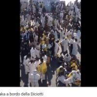 Diciotti, la bufala dei migranti che ballano 'Waka Waka'. Guardia Costiera: