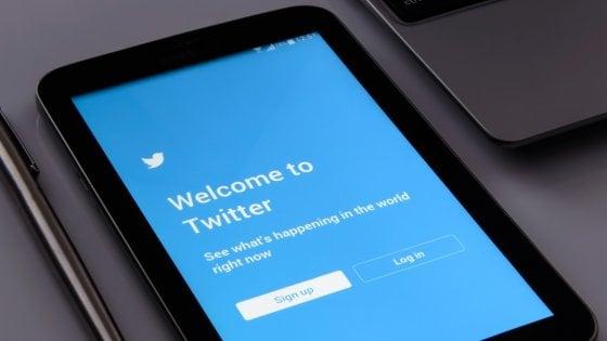 "Twitter, sospesi altri 486 account ""manipolatori"""