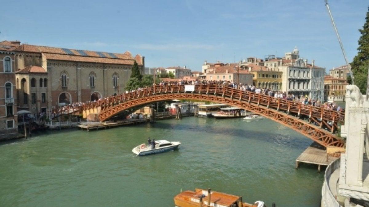 Venezia, inaugurato il ponte dell'Accademia dopo il restauro - la …