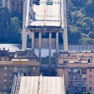 """Crollo ponte Morandi, l'esperto: """"Forse un attentato"""". Ma poi precisa: solo ipotesi accademica"""