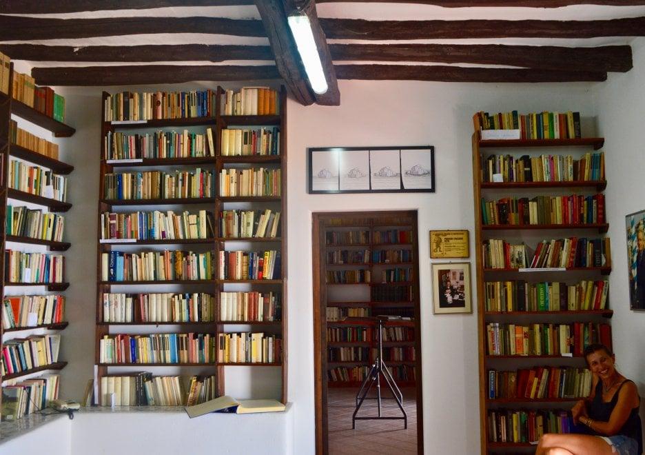 Alicudi, la biblioteca donata all'isola da Franco Scaglia