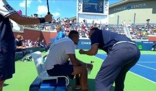 Tennis, Kyrgios è svogliato: l'arbitro scende per motivarlo e lui stravince
