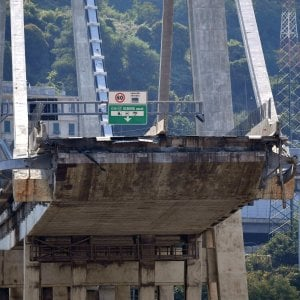 Ponte Morandi: l'autorità Arera sospende le bollette di energia, acqua e rifiuti per gli sfollati