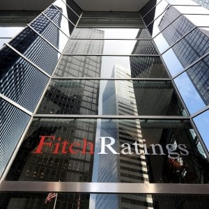 Fitch conferma il rating Italia a BBB, ma l'outlook diventa negativo