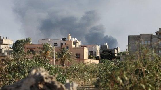 Libia, continuano gli scontri a Tripoli: in fiamme l'ambasciata Usa