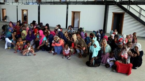Libia, accordo per cessate il fuoco. Appello al dialogo da Italia, Francia, Gb e Usa. Centinaia di migranti in fuga
