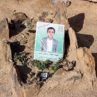 Yemen, il cimitero dei bambini: seppelliti i 40 corpi nella città houthi di Sadaa