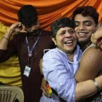 India, i festeggiamenti dopo la decisione di depenalizzare l'omosessualità