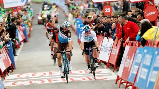 Ciclismo, tappa e maglia per Simon Yates alla Vuelta