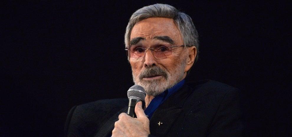 È morto Burt Reynolds, addio alla star di 'Quella sporca ultima meta'