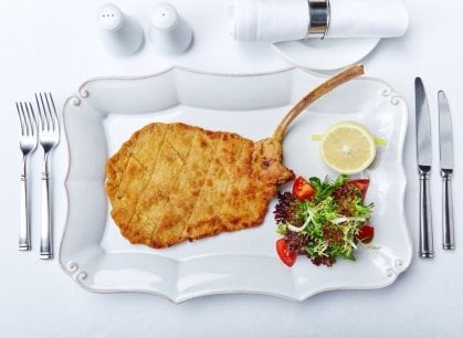 E nella Giornata mondiale della cotoletta viennese vi spieghiamo come si fa alla perfezione la milanese