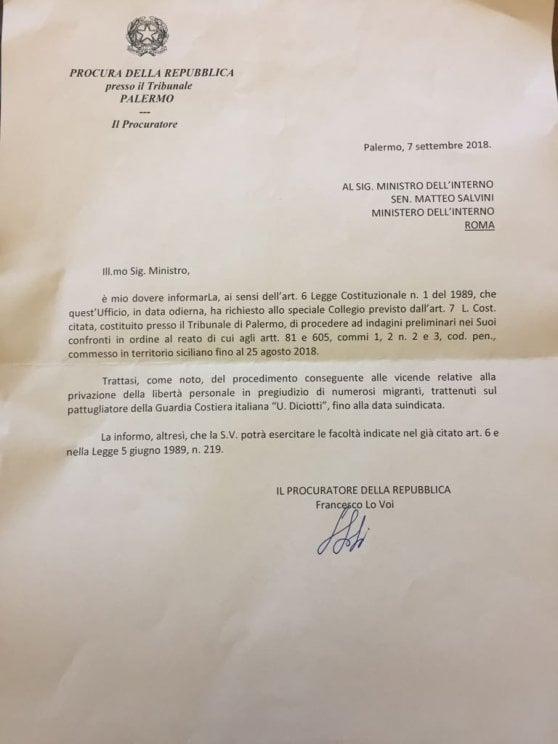 """Diciotti, per Salvini: """"Sequestro di persona aggravato"""". L'ira del ministro: """"Io eletto, giudici no"""""""