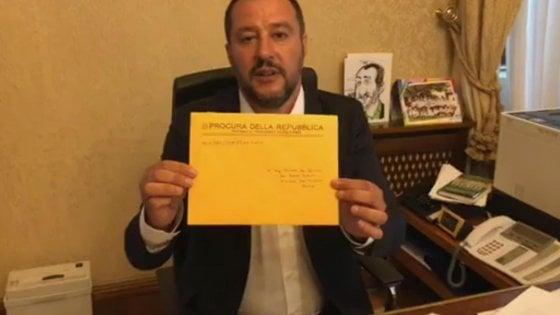"""""""Mi autodenuncio, sono #complicediSalvini"""". E il vicepremier ringrazia"""