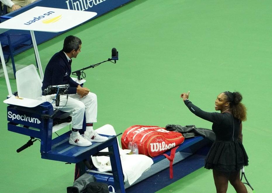 """Us Open, Serena Williams litiga con l'arbitro: """"Ladro"""". E lui le toglie un game"""