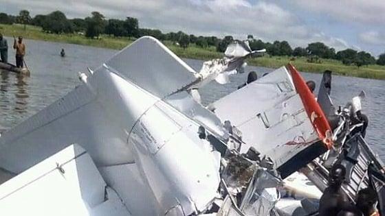 Medico siciliano sopravvive a incidente aereo: 17 vittime