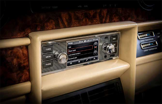 Jaguar Land Rover Classic, un pizzico di infotainment