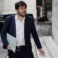Governo, il sottosegretario Buffagni (M5S) a processo per una querela di Salvini: ma ora i due trattano