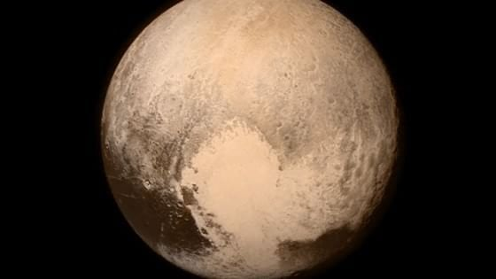 Plutone in corsa per tornare ad essere un pianeta