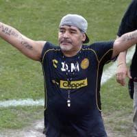 Maradona in Messico, è subito show