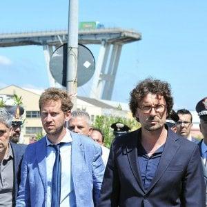 Il ministro Toninelli in occasione della visita al Ponte Morandi, dopo il crollo