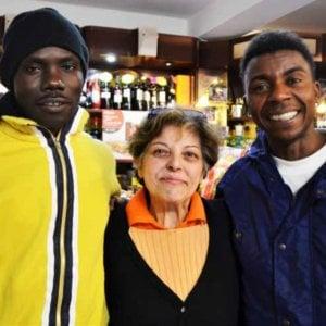 """Ventimiglia, minacce e insulti alla barista che serve i migranti: """"Ma io non mollo"""""""
