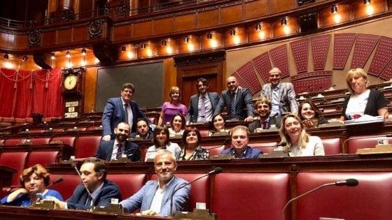 """Milleproroghe, c'è la prima fiducia gialloverde. Il Pd occupa l'aula di Montecitorio: """"Atto grave e illegittimo"""""""