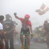 Ciclismo, Vuelta: impresa di Woods in salita. Valverde rosicchia 8'' a Yates. Bene Nibali, cade Aru