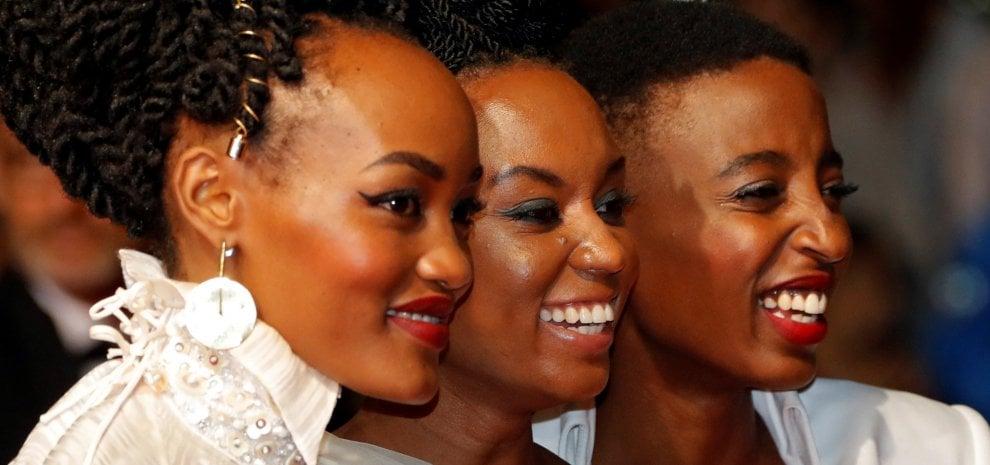 'Rafiki', la storia di un amore gay censurata in Kenya e la regista presenta una denuncia