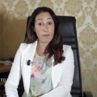 Paola Taverna si arrende: