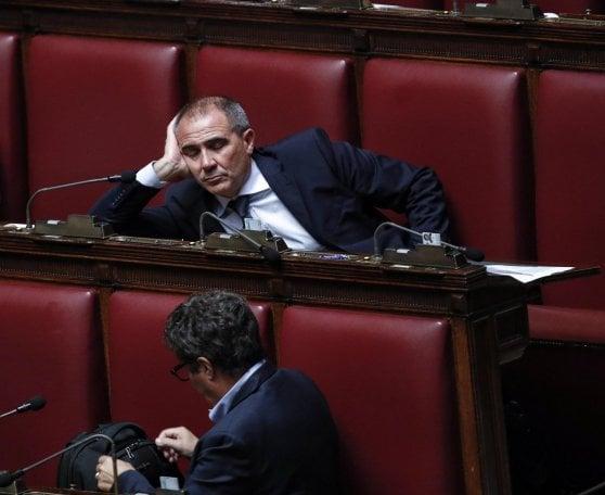 Milleproroghe, sì della Camera dopo le polemiche e l'ostruzionismo del Pd