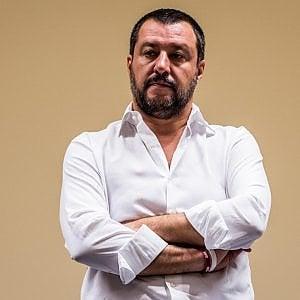 """Social, tweet macabro contro Salvini. Il ministro: """"Lascia stare mio figlio"""""""