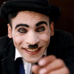 Kabul, Karim Asir, il 'Charlie Chaplin' fra le bombe per donare un sorriso agli afghani
