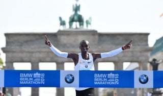 Atletica, maratona: Kipchoge vince a Berlino con il nuovo record del mondo