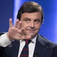 """Pd, Calenda cancella l'invito a cena ai tre big del partito: """"È dannoso"""". Renzi era..."""