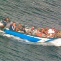 Migranti, rimpatriati con un volo charter 50 tunisini approdati a Lampedusa