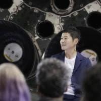SpaceX, ecco chi è il miliardario che ha comprato un biglietto per la Luna
