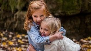 Un grande abbraccio in classe, così l'empatia migliora la pagella