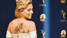 Bianco, nero o multicolor: da Scarlett Johansson a Penelope Cruz, le dive più eleganti sul red carpet degli Emmy Awards