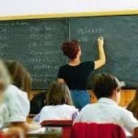 Immunodepresso in aula, scuola sposta tre bimbi non vax