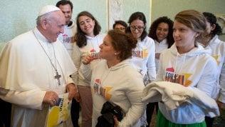 """Il Papa: """"Il sesso? È un dono di Dio. Vero amore è appassionato"""""""