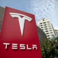 Tesla, aperta un'indagine penale per i tweet di Musk: nuovo crollo in Borsa