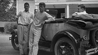Sorrisi e promesse, foto inedite dei Kennedy prima del mito