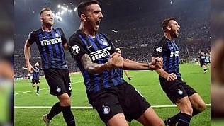 L'Inter segna il gol del 2-1:i telecronisti urlano di gioia