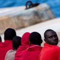 """Paesi africani contro Salvini: """"Migranti e non schiavi, si scusi"""". La risposta: """"nulla di..."""