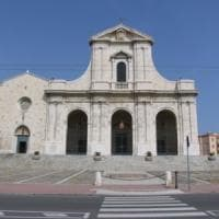Maltempo in Sardegna: fulmine sulla basilica di Bonaria, incendio in raffineria