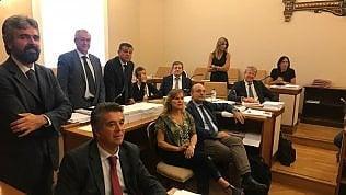 Milleproroghe, il Pd occupa la commissione per protesta: La maggioranza straccia tutte le regole