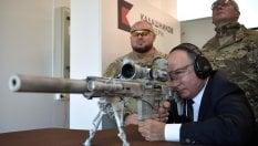 Putin nei panni del cecchino: testa lultimo Kalashnikov